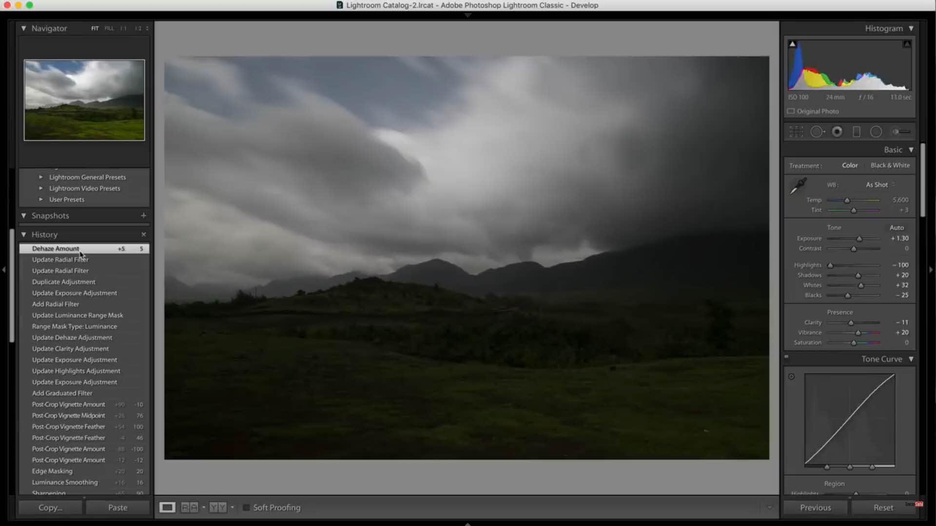 天空雲層細節清楚,地景雖然偏暗,但沒有遺失掉細節,可以後製還原