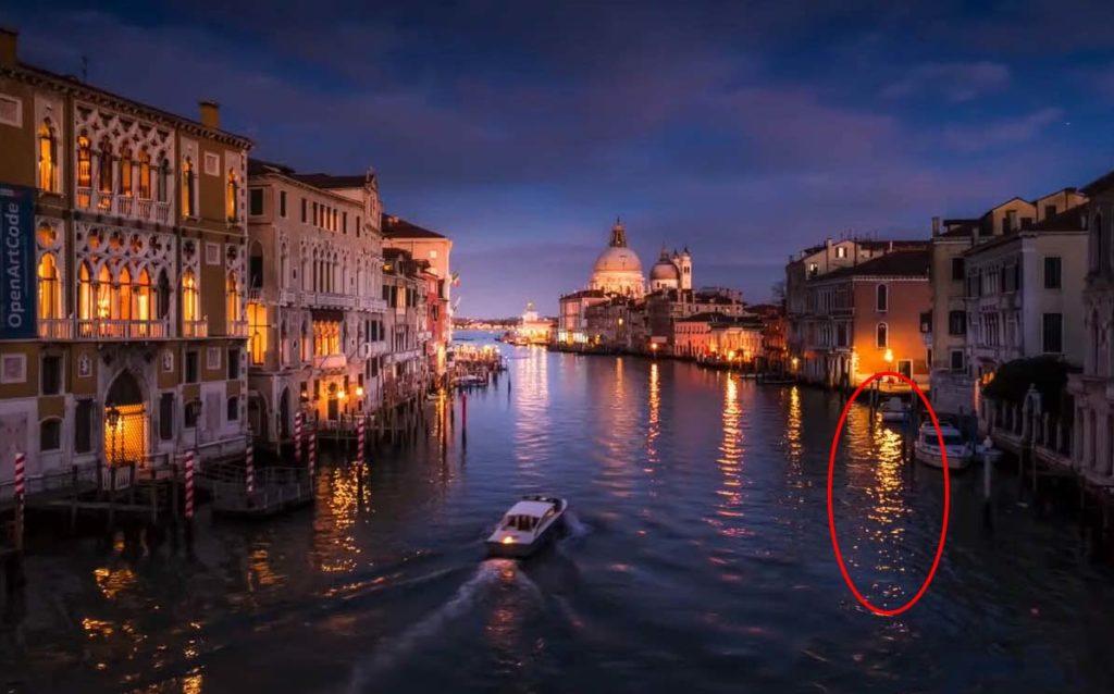 手持拍攝的範例,紅圈處的燈光倒影較為自然,水波效果反而增加戲劇性