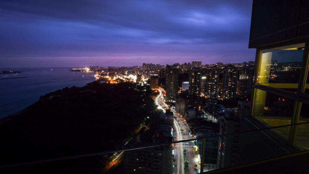 台北淡水市空間攝影案例-窗外夜景