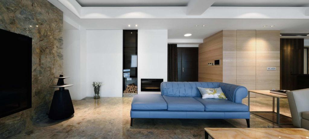 客廳沙發與電視牆角度攝影