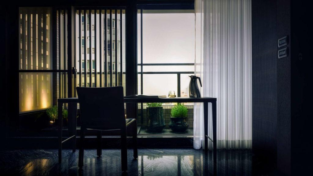 書房往窗外看出的角度