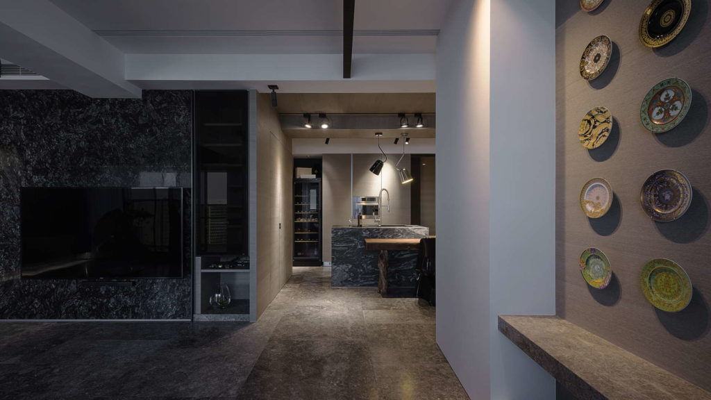 客廳與用餐廳通道